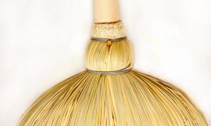 Classic broom with five seams